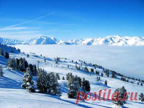 Snow-covered slopes to download wall-paper on Samsung