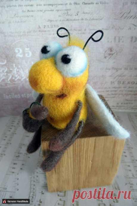 Игрушка из шерсти Весенний Пчол ручной работы в Беларуси HandMade