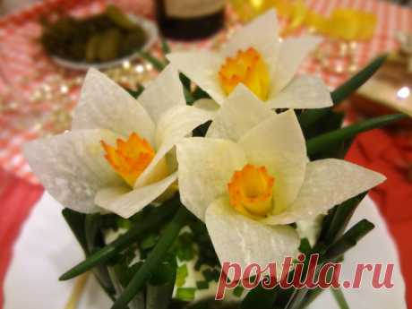 Beautiful and tasty Narcissuses salad
