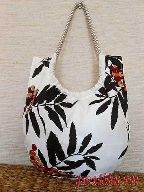 Сшить оригинальную и яркую сумочку не так сложно как кажется. Есть идеи и выкройки.