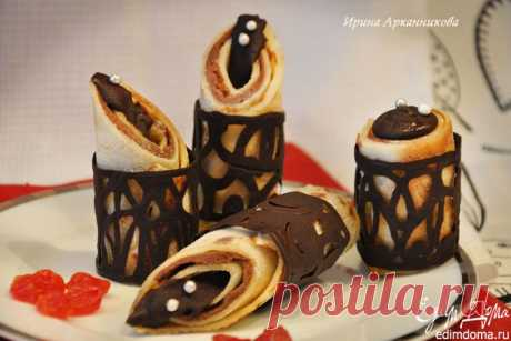 PANCAKES WITH THE DAIRY STUFFING IN CHOCOLATE RINGS.