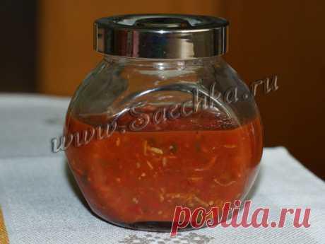 Аджика острая - рецепт с фото Аджика получается острая, ее очень вкусно добавлять в борщ, солянку или щи - рецепт моей подруги. Хранится долго, я фоткала остатки прошлого года.