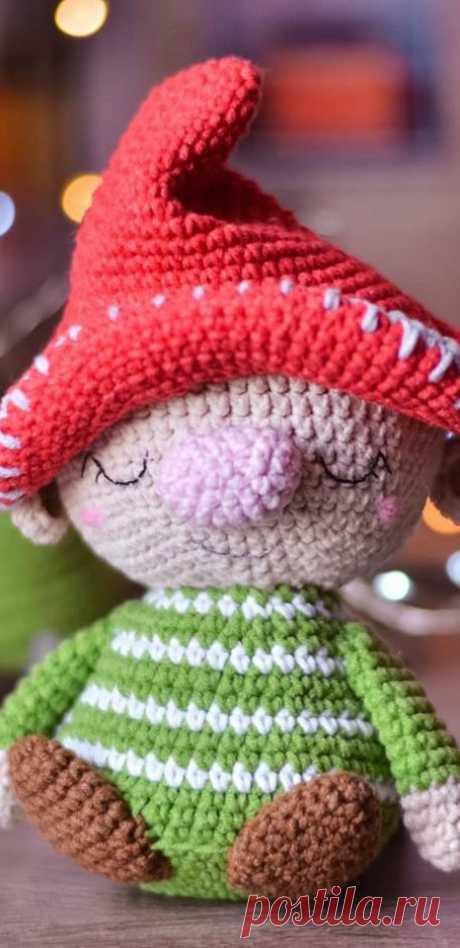 PDF Гномик крючком. FREE crochet pattern; Аmigurumi doll patterns. Амигуруми схемы и описания на русском. Вязаные игрушки и поделки своими руками #amimore - гном, гномик, кукла, куколка.