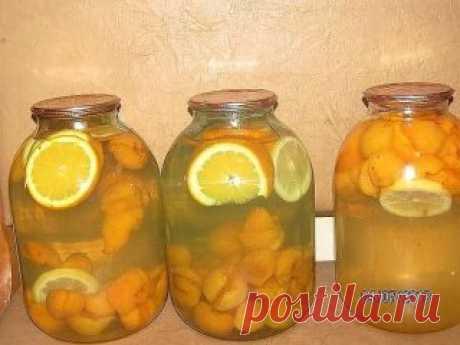 ДОМАШНЯЯ ФАНТА  На одну 3-х литровую банку нам нужно пол литровая банка чищенных абрикос, 2-3 кружочка апельсина (по-толще), 1 кружочек лимона, 1 стакан сахара.  Все фрукты сложить в 3-х литрову банку, всыпать сахар и залить кипятком. Закатать. Банки перевернуть и хорошо укутать.