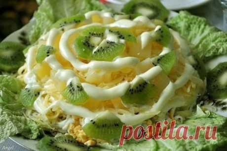 Салат с курицей и ананасом «Хэлэл», рецепт — Вкусо.ру