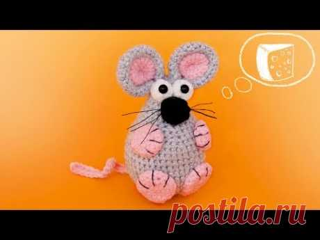 Мышка брелок и ёлочная игрушка вязаная крючком.
