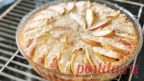 Нежнейший яблочный пирог как торт! Скорее сохраняйте себе! Рецепт из маминой кулинарной тетрадки Рецепт бомба! Нашел в маминой кулинарной тетрадки и просто в восторге от этой домашней выпечки! Яблочный пирог вкуснее любого торта. Настолько нежный и тает во рту. Тесто напоминает крем, в меру сладкий, вкусная фруктовая начинка. И изюминка — это хрустящая сладкая корочка с кунжутом.