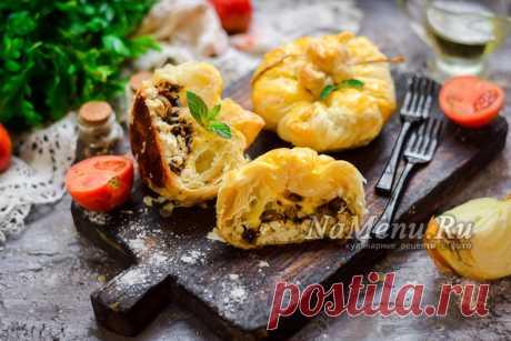 Мешочки из слоеного теста с курицей и грибами: рецепт с фото пошагово