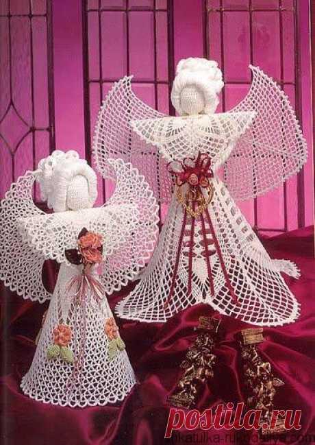 Los Ángeles navideños los Ángeles Navideños por el gancho la descripción. Los ángeles tejidos por el gancho del esquema gratis