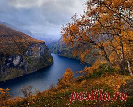 Картинки fjord, autumn landscape, yellow trees, rocks, autumn, morning, cloudy weather, autumn weather, norway - обои 1280x1024, картинка №364802