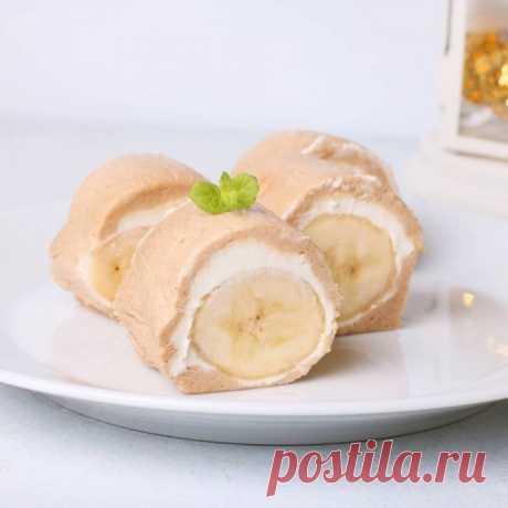 Рулет из печенья с бананом