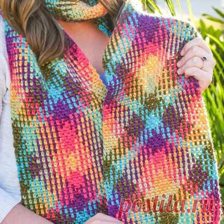 Blogger @sewrella shares with us the secrets behind color pooling (that amazing rainbow argyle effect). With the right yarn, you only need to know two simple stitches to master this look. ⠀\u000a⠀\u000aGet the details here: lby.co\/ColorPooling \u000aGet the yarn: lby.co\/LBYColorWaves ⠀\u000a⠀\u000a#crochet #colorpooling #sewrella #diy #craftproject #scarf #argyle #winterfashion #rainbow
