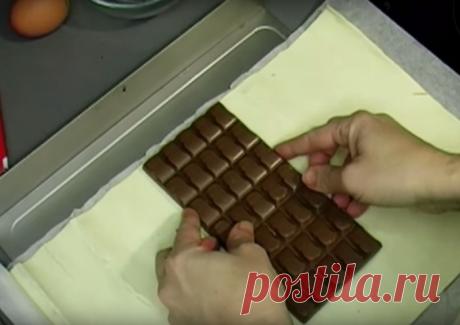 Положив шоколадку в духовку вы получите невероятно вкусный десерт