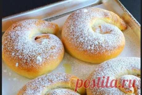 Испанские булочки Это самые вкусные булочки, котрые я когда-либо ела!  Они мягкие, воздушные, с нежным сливочным вкусом. Я готовила их с заварным кремом. Рецепт на сайте: https://every-holiday.ru/8013/Ispanskie_bulochki_s_zavarnym_kremom/