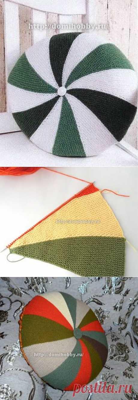 Вязание подушки из цветных клиньев.