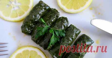 Шпинатная сарма (Ispanak Sarması)     Это уже далеко не новость, что сарму (долму) можно готовить из любых съедобных и доступных листьев. И шпинат конечно же не исключение)))...