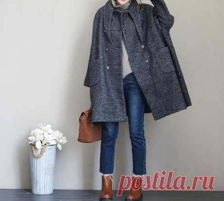Winter Coat, Wool Coat for Women, Double breasted Wool long Coat 【Fabric】  wool, polyester Lining; polyester 【Color】  light blue, dark gray, orange 【Size】 Shoulder width is not limited Shoulder + sleeve length 63cm/ 25 Bust 142cm/ 55 Length 86cm/ 34 Have any questions please contact me and I will be happy to help you.