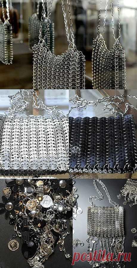 Железная мода. Сумки от Paco Rabanne/ Кутюрье использовал в качестве украшений обычный, на первый взгляд, предметы: ключи, брелоки, навесные замочки, скрепки и английские булавки, монеты