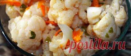 Цветная капуста по-корейски с морковью Предлагаем рецепт одного из любимых в нашей семье салатов по-корейски с цветной капустой и морковью, который готовится элементарно.