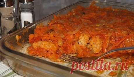"""Рыбка под маринадом очень вкусное блюдо,рыба может быть любая, в нашем случае минтай. Рыба приготовленная по этому рецепту хороша как холодная, так и горячая. У нас дома такая рыба долго не задерживается, а пустая кастрюлька """"облизывается"""" - очень вкусный маринад!"""