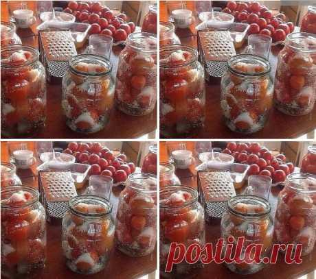 Рецепт засолки небольших помидор в литровые банки Поделюсь суперским рецептом засолки небольших помидор в литровые банки. 1) В стерилизованные баночки укладываем 1-2 зубчика чеснока, добавляем листик