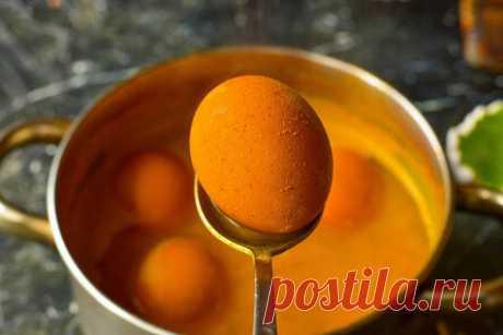Как покрасить яйца куркумой — натуральный и безопасный способ