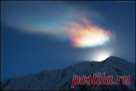 «Радужное облако». Непал. Автор фото — Кирилл Спирин: nat-geo.ru/photo/user/50660/
