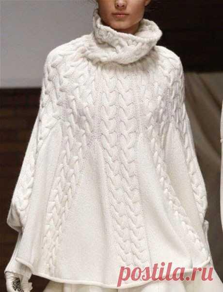 Женское пончо с подиума с манжетами от Laura Biagiotti спицами – схема вязания с описанием