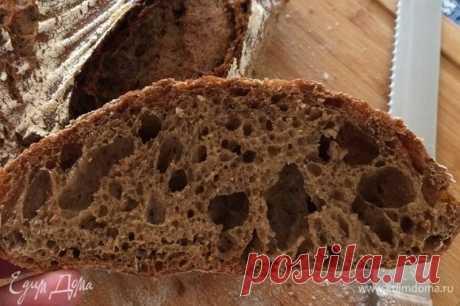 Ржаной хлеб. Ингредиенты: мука, ржаная мука, дрожжи сухие