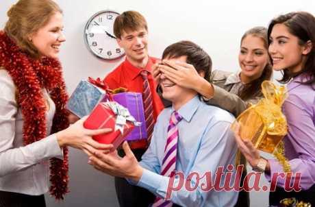 Что подарить на Новый год 2020 коллегам по работе недорого Что подарить на Новый год 2020 коллегам по работе недорого и со вкусом: мужчине или женщине. Оригинальные новогодние подарки сотрудникам.