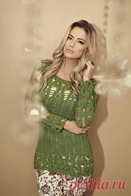 Green pullover with the openwork coquette and sleeves