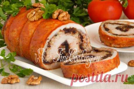 Рулет из свинины с черносливом и орехами - рецепт с фото