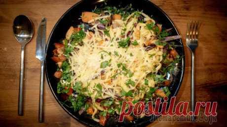 Спагетти с икрой, томатами и зеленью