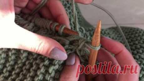 Простой способ соединения двух деталей свитера В видео я показываю как легко, красиво и быстро можно соединить детали изделия без закрытия петель. Таким способом можно соединять не только кромочные петли,...