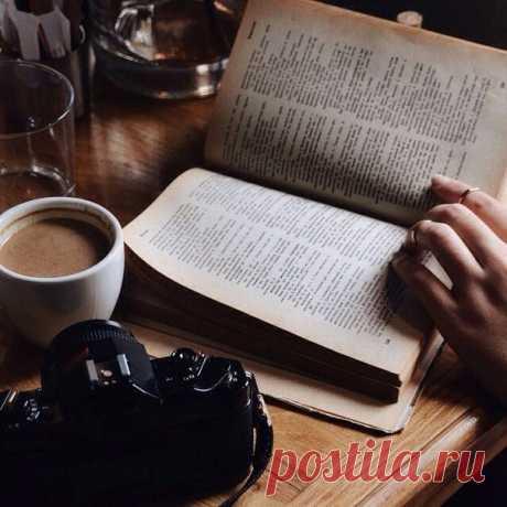 """Запись на стене Почему стоит прочесть эти книги? («Psychology»)  Публикуем 9 книг, которые способны изменить жизнь своих читателей:  1. Пауло Коэльо — """"Алхимик"""" """"Алхимик"""" - самый известный роман бразильского писателя Пауло Коэльо, любимая книга миллионов людей во всем мире. В юности л.."""