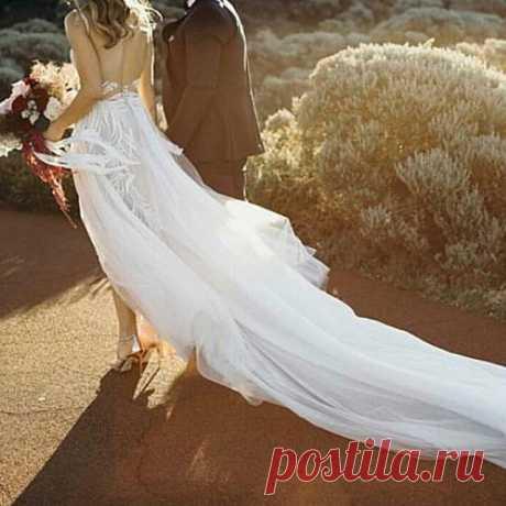 Ну, вот как тут  без шлейфа?! Доброе утро! 🌞 💋 Свадебная студия BEZE Ул. Дыбенко 23, 2 этаж 📞 8 927 703 45 73  #самарасвадьба #самараневеста #свадебныеплатьясамара #свадебныесалонысамара #свадебныесалонысамары #свадебныйсалонсамара #бузулук #бугуруслан #сызрань #отрадный #тольятти #нефтегорск #пугачев #похвистнево