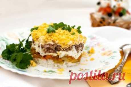 Салат из куриной печени и риса Несмотря на простой набор продуктов, салат отличается оригинальным и насыщенным вкусом. Это отличный рецепт к 8 марта.    Ингредиенты  рис1 стакан куриная печень450 г морковь1 шт. репчатый лук1 шт. р…