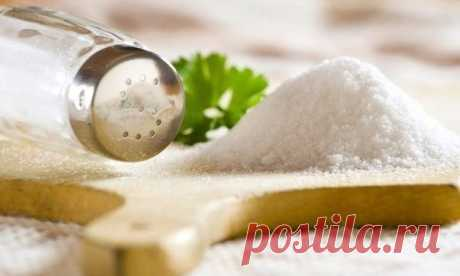 Лекарство под рукой - поваренная соль Многие на собственном опыте убедились в её целебных свойствах, особенно при лечении простудных заболеваний. Ангина.- На 1 стакан тёплой воды взять 1 ч. ложку соли, полоскать горло несколько раз в день...