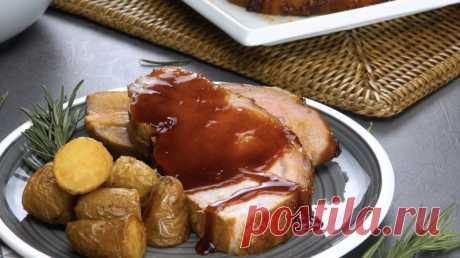 Нежное свиное филе в духовке с картофелем: роскошное угощение для настоящих гурманов.