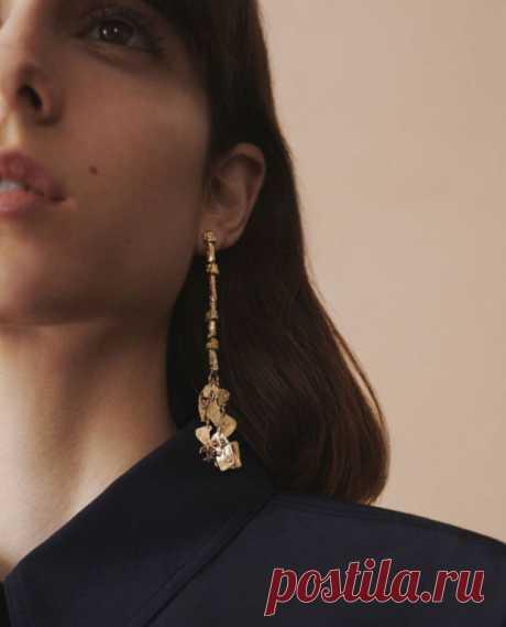 Серьги: 3 главных тренда осени Фото:GivenchyВ магазинах уже появляются осенне–зимние коллекции, а значит, пора продумывать свой гардероб. Про аксессуары также забывать не стоит. Так