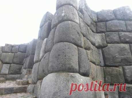 Las adivinanzas de las paredes de piedra de Saksayuamana
