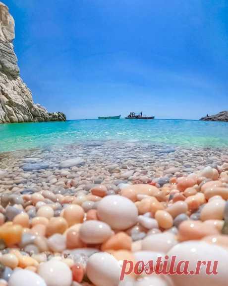 Нет ничего более полезного для нервов, чем отдых на море 💙  о.Икария, Греция