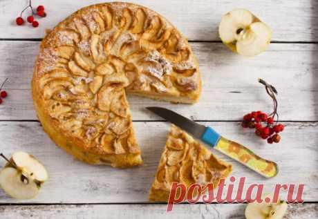 Яблочный пирог на кефире с корицей.