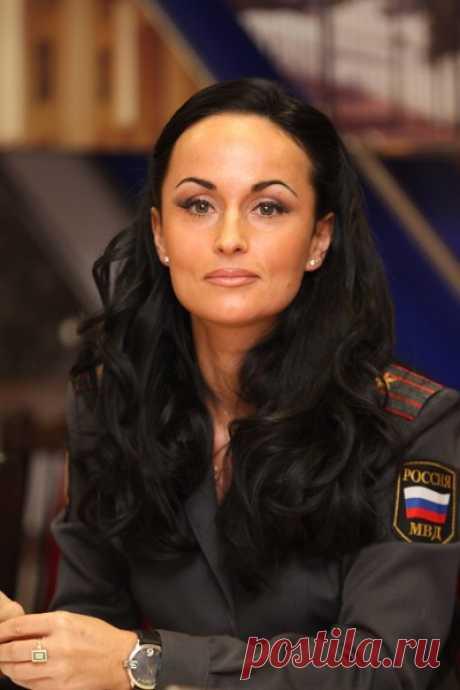 Красивая, смелая, мать двоих: что нужно знать о красавице-генерале МВД Ирине Волк | WOMAN