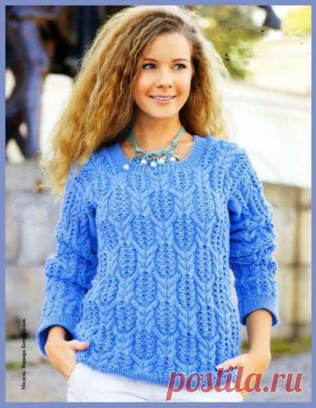 Пуловер голубого цвета. Вязание спицами