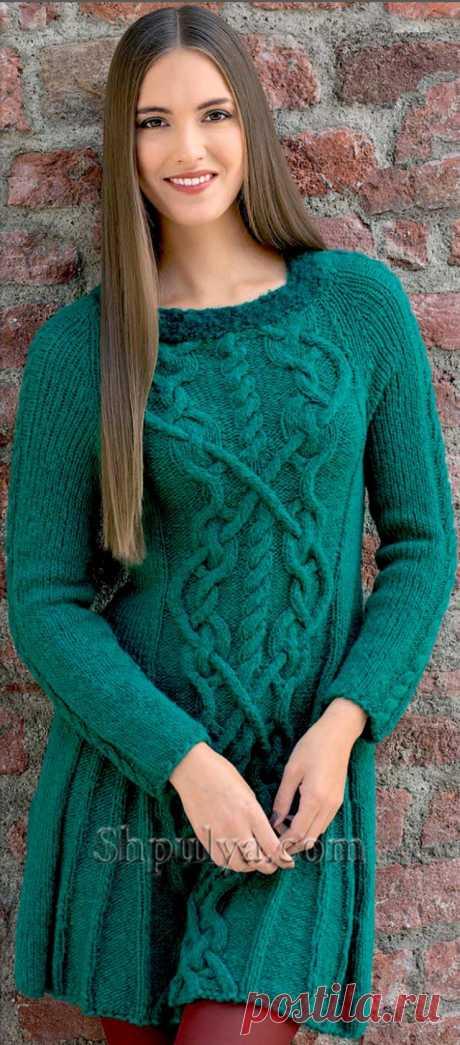 Изумрудное платье с узором из кос, вязаное спицами - SHPULYA.com