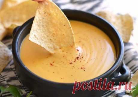 Сырный соус за 5 минут    Не судите строго, но сырный соус — это супер! Сделать его можно очень быстро, а подходит он абсолютно к любым блюдам: закуски, основные, прочее. Расскажу о том, как приготовить сырный соус за 5 мин…