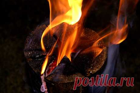 Шведский факел — потрясающая уловка, которая пригодится отдыхающим на природе Отправляясь на природу, мы часто разжигаем огонь просто для создания уютной атмосферы и приятного времяпровождения. Для такого костра не нужна особая древесина, которая будет давать хорошие угли. Дост…