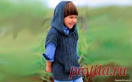 Безрукавка с капюшоном и карманом-кенгуру . Описание + выкройка | Вязание спицами для детей Такую безрукавку со структурным узором можно связать и из летней пряжи (хлопка или льна), так и из шерсти.РАЗМЕРЫ 104–110 (116–122) 128–134ВАМ ПОТРЕБУЕТСЯ Пряжа LANG YARNS «Lino» (100% льна; 110 м/50 г) – 300 (350) 400 г серой (№ 784.0070); спицы № 4,5.УЗОРЫ И СХЕМЫЛИЦЕВАЯ ГЛАДЬ Ряды в...
