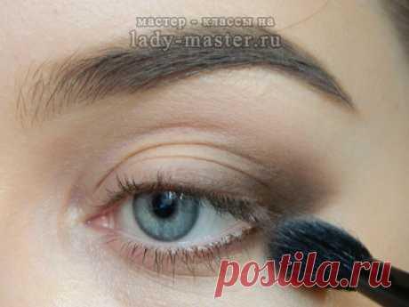 Как растушевать тени на глазах- пошаговый макияж глаз